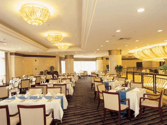 Restauranten er god og har en bred meny.