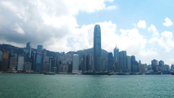 Hong Kongs skyline på dagtid. Foto: Reisetilkina.com