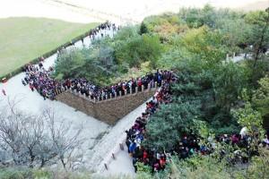Man er ikke alene på tur. Foto: Reisetilkina.com