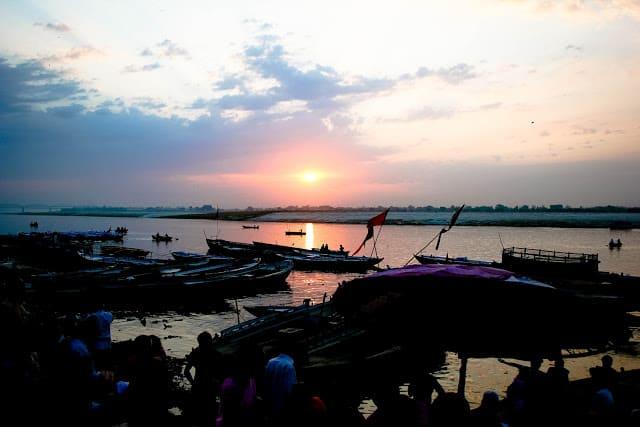 Gangeselven ved soloppgang klokken 6. Foto: Reisetilkina.com