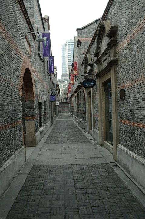 Xintiandi består av gamle og ærverdige bygninger.