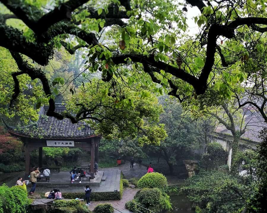 Storslått natur og historiske kinesiske bygninger ligger i nær lokasjon til West Lake.